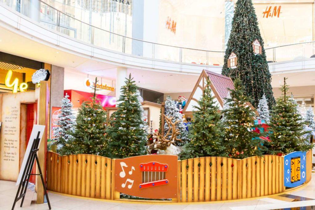 shopping centre santa display